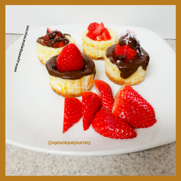 Mini Cheesecake with chocolate and strawberry toppings.