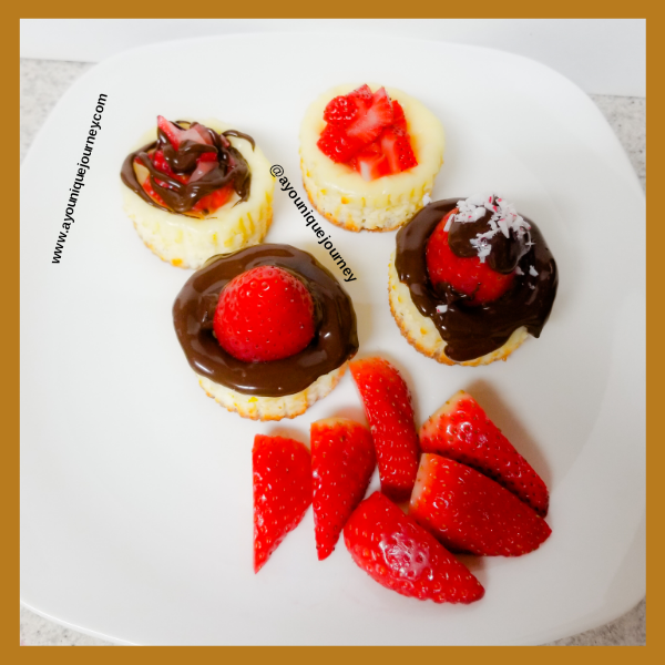 Mini Cheesecake with melted chocolate and strawberries.
