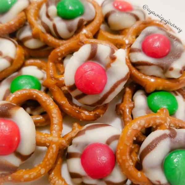 Christmas Pretzel Treats cute and adorable.